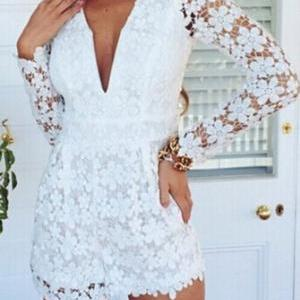 Sexy V-neck long-sleeved lace piece..